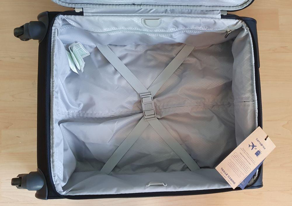 Der Samsonite Spinner Handgepäck Koffer von innen.